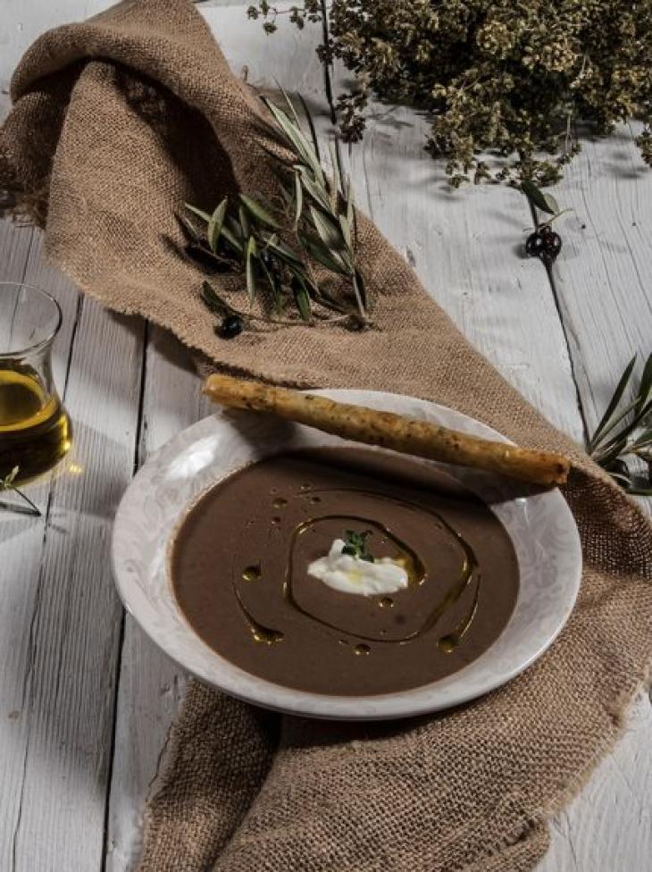 Σούπα ελιάς με φέτα
