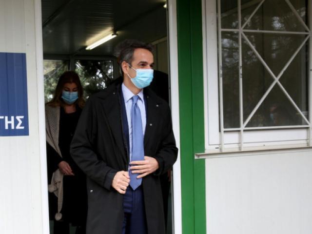 Κυριάκος Μητσοτάκης: Με μάσκα στο νοσοκομείο Σωτηρία