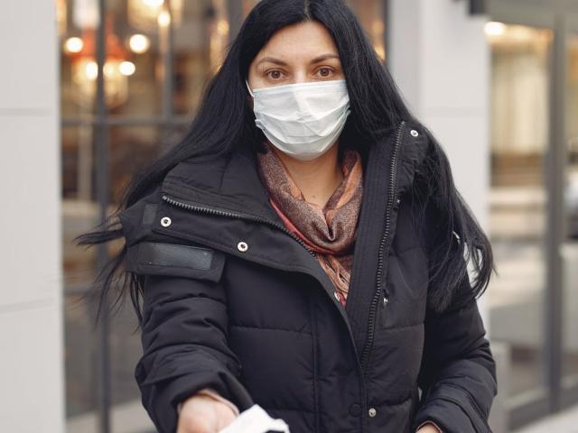 Κορονοϊός: Σταγονίδια σάλιου μπορούν να μεταδώσουν τον ιό