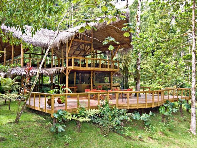 10 ξενοδοχεία μέσα στη φύση