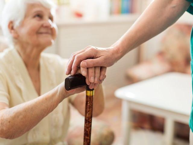 Το πρώτο σύμπτωμα ηλικιωμένων ασθενών με κορονοϊό